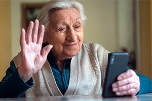 elderly woman using Social Technology