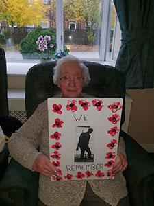 WW1 centenary marked with 100 poppies at care home